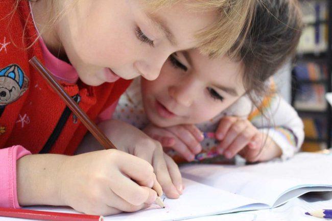 Beeding & Bramber Pre-School Playgroup - children drawing