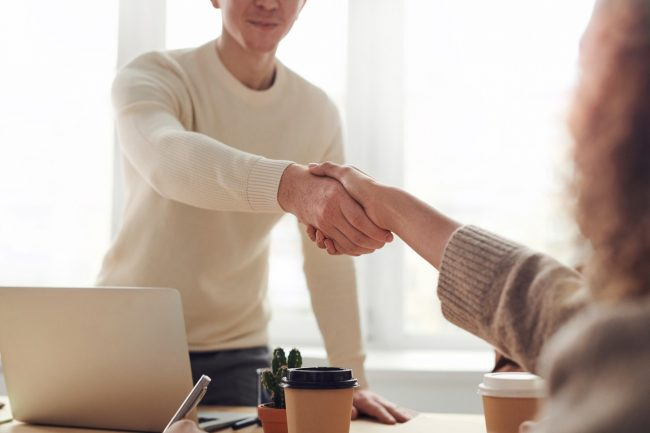 People shaking hands - Meeting and workshop hire space in West Sussex